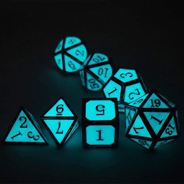 Dungeons & Dragons Glow Dice Set